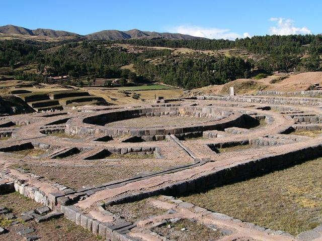turismo en Ollantaytambo-Sacsayhuamán
